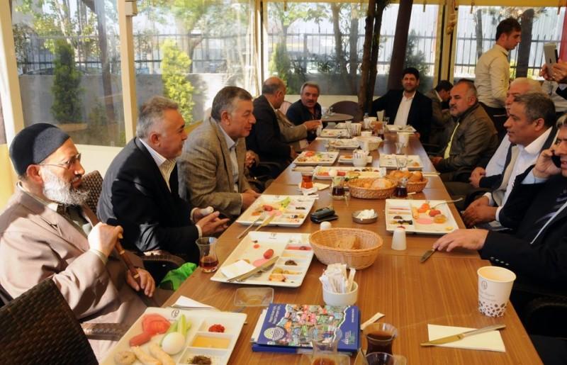 Sarıyer Belediyesinin düzenlemiş olduğu kahvaltıya derneğimiz temsilen Başkan Yardımcı Talip Şeker Ve Sayman Tekin Kılıç Katıldı